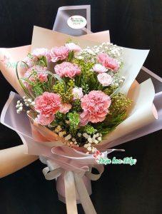 hoa sinh nhật từ những bông hoa phăng kiều diễn rực rỡ chính là những gì bạn nhìn được từ bó hoa nà