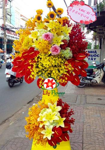 Hoa khai trương rồng vàng cắm chuyên nghiệp tại điện hoa lily