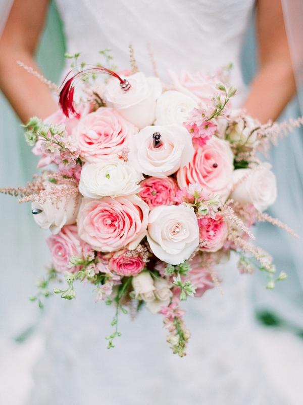 hoa cưới bằng hoa hồngluôn được yêu thích nhất trong nhiều năm qua.